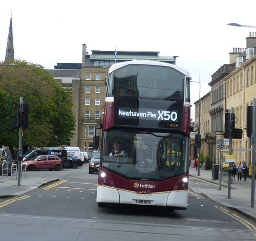 Lothian 1054 departs its stance at Saint Andrew Square, Edinburgh on Cruiselink duty.