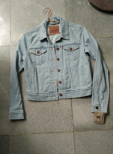 Jeans Jacket (original Levi Strauss) size Ladies M. Rp.350,000