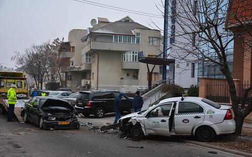 Crash: BMW 3 Series vs. Chevrolet Aveo Sedan