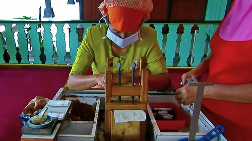 Indonesia - Java - Yogyakarta - Cigarette Manufacturing - 41