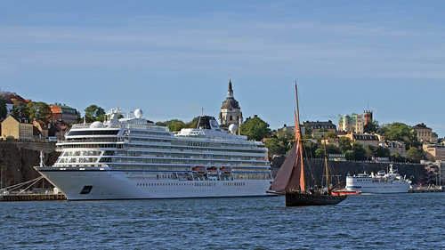 The cruise ship Viking Jupiter, the cutter Deodar and the ship Birger Jarl in Stockholm