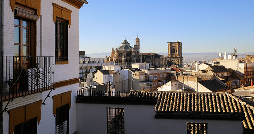 A stroll in Albaicín with a view on Granada Cathedral