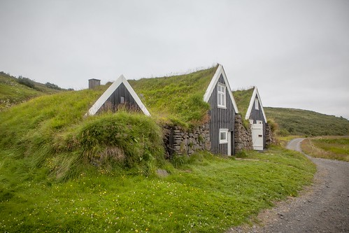 Grass roofs, traditional iceland build, both for insulation & wind resistance