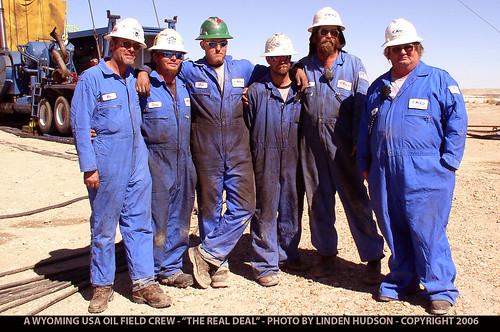 WYOMING USA - OIL FIELD CREW -