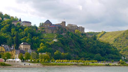 Allemagne, Sankt Goar, le Burg (château fort) Rheinfels édifié en 1245, a subi deux transformations majeures avant d'être détruit en servant de carrière au XVIIIe siècle