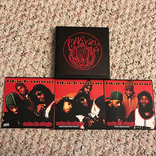 Black Moon 'Enta Da Stage' is one of my favorite hip-hop albums of all time. Peace and salute to @buckshotbdi @general5feva @djevildee @beatminerz @fatbeats and @duckdownmusic #entadastage #blackmoon #buckshot #dabeatminerz #5ft #duckdownmusic #goldenerah