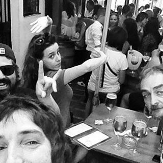 Salir de cañas un viernes a las 11:30 de la mañana con la Pelucona por #Marbella y acabar en una boda rociera con versiones de Manzanita y Los Ecos del Rocío a las 16:30. #GarajerosRocieros #ParcheDeLosSonicsEntreRicitosRocieros #LosClavosDeMiCarreta