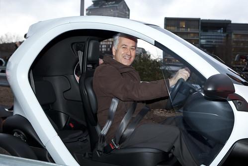 Pierre-Christophe Braguet & Twizy @Centre Renault Z.E.