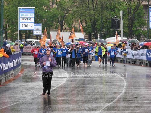 Milano City Marathon 15.04.2012 - Zanzibar nel pallone - il gruppo all'arrivo