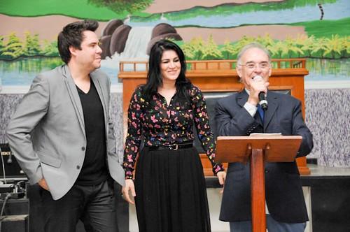 Dupla Marcelo Dias e Fabiana e Deputado Arolde de Oliveira no Culto da Rádio 93FM em Itaboraí