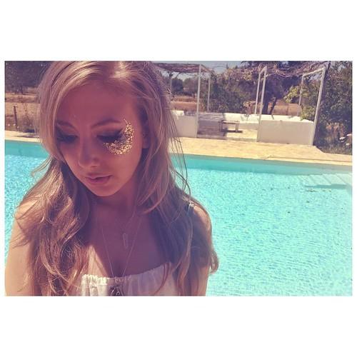 ♢ G O L D L E A F 🔆💰⚱💛🔱⚜ Second embellishment look at the Ibiza training day! ♢ #goldleaf #glitter #itsinyourdreams #inyourdreamsibiza #ibiza #makeup #ibizamakeup #makeupinspo #ibiza2016 #summer2016 #glitterma