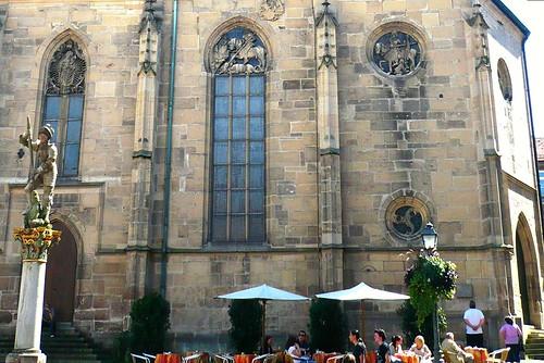 Reformation in Württemberg: Vorreiter ist Tübingen:  Stiftskirche - Holzmarkt - Cafe, Photopedia: Stiftskirche Tübingen, Ausgangspunkt der Reformation in Württemberg.