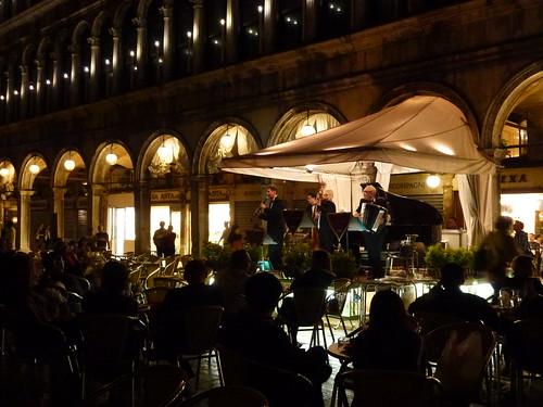 Accueil en musique sur la Place Saint Marc... / Welcome in music on St. Mark's Square...
