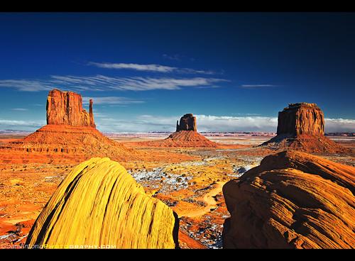 A Classic View of Monument Valley Navajo Tribal Park (Tse' Bii' Ndzisgaii), Utah & Arizona, American Southwest