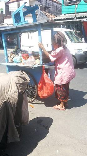 mbah samidi~penjual rujak keliling~13 agustus 2015~ Share If You Care ~ siyc (1)