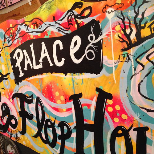 palace-flophouse-sign-blackcattips-4