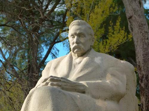 Monumento a Benito Pérez Galdós, por Victorio Macho - Parque del Retiro - Madrid
