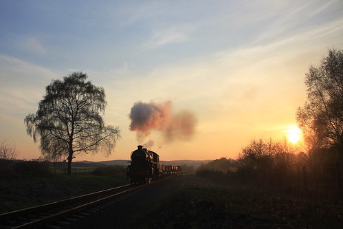43106 Flying Pig and sunset on the Severn Valley Railway