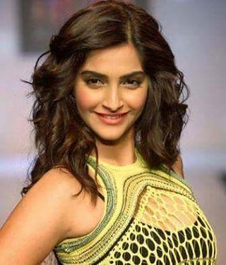 Happy Birthday Sonam Kapoor!  Bollywood actor #SonamKapoor turns 31 today. Titled as 'Fashionista of Bollywood', Sonam made her B-Town debut in 2007 with 'Saawariya'. Her noted films include 'Delhi 6', 'Aisha', 'Raanjhanaa', 'Bhaag Milkha Bhaag', 'Khoobsu