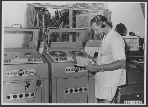 Philips el3500 Rong Studio...Radio Omroep Nederlands Nieuw-Guinea, 1956 Rene Roks