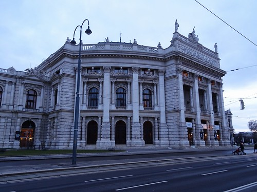 Wien, 1, Bezirk (the art of very historic buildings in the old center of Vienna), el Burgtheater (Teatro imperial de la corte) - Josef-Meinrad-Platz/Universitätsring/Löwelstraße