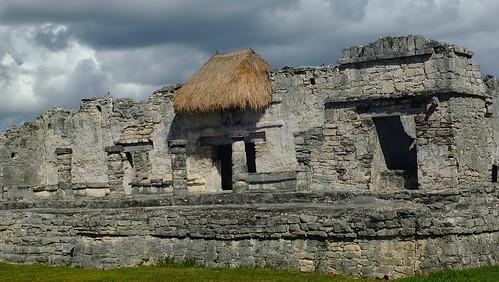 Mexiko, Yucatan, Quintana Roo, Tulum: der Tempel des Herabsteigenden Gottes.