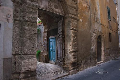 Porte bleue / Blue door