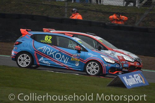 Clio Cup - R1 (3) Coates vs Young for the race lead