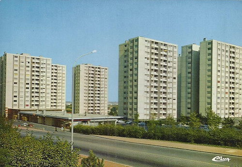 69 Vénissieux - Zup des Minguettes - 9200 lgts, dont 7 500 lgts HLM - Architectes Eugene Beaudoin et Grimal Franck- 1966/1973 - 11 OPHLM - 1300 copropriétés.