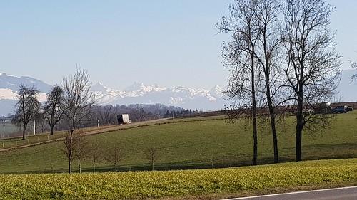 Dem Alpenrand entlang