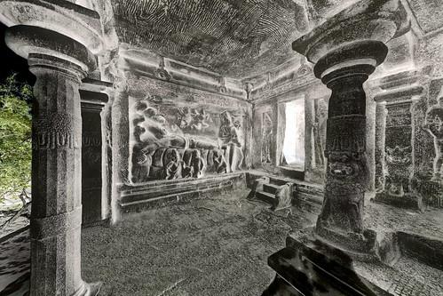 India - Tamil Nadu - Mamallapuram - Mahishasura Mardini Cave Temple - Seshasayi Vishnu Panel - 13d