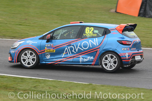 Clio Cup - R2 (33) Jack Young