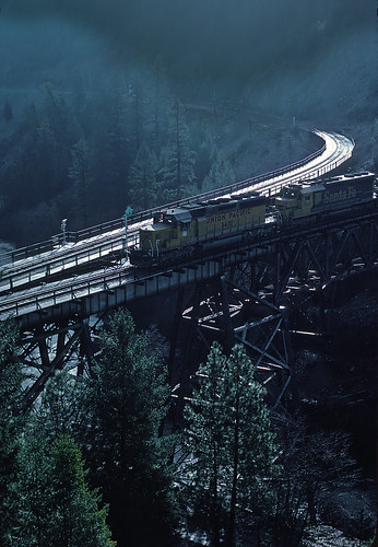 UP 3427 and AT&SF 5322 at Keedie Wye in March 1983 when Santa Fe trains were detouring through Feather River Canyon because of flooding in the Tehachapis.  UP power lead the trains.