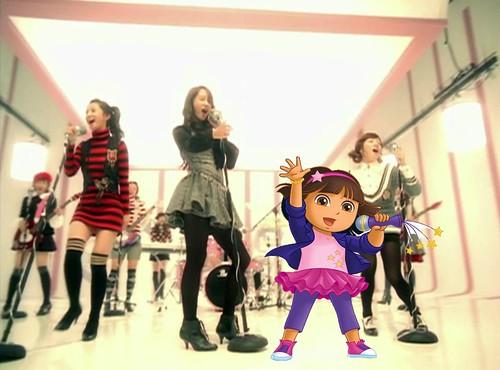 Dora singing with Girls' Generation [So Nyuh Shi Dae] 001