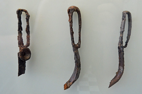 Iron strigils from the polyandrion of the Thebans at Chaironeia (1)