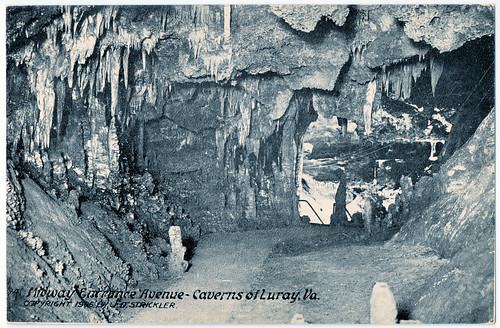 Caverns of Luray - Midway Entrance Avenue