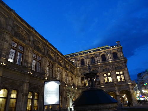 Wien, 1. Bezirk (very important institutions at the historic old center of Vienna), Wiener Staatsoper, Ópera Estatal de Viena, L'opéra d'État de Vienne, Vienna State Opera, Opera Wiedeńska (Herbert-von-Karajan-Platz/Philharmonikerstraße)