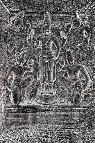 India - Tamil Nadu - Mamallapuram - Trimurti Cave Temple - Vishnu With Ganas And Devotees - 184d