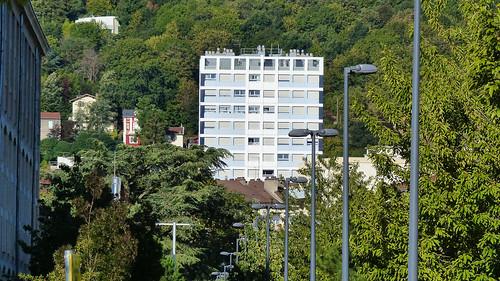 42 St-Etienne-La Tour Borie,quartier de Carnot, est un objet de curiosité à plusieurs égards encore ..Un abri antiatomique est dss cette tour il s'étend sur une grande partie du sous-sol