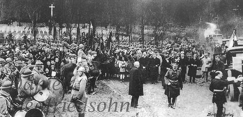 Val du Pâtre (Schäfertal)/Alsacia, FRANȚA (9 aprilie 1924). Suveranii României Mari Regina Maria și Regele Ferdinand I, la ceremonia de inaugurare a cimitirului eroilor Armatei Române, exterminați în lagărul german de gărzile lui Wilhelm II.