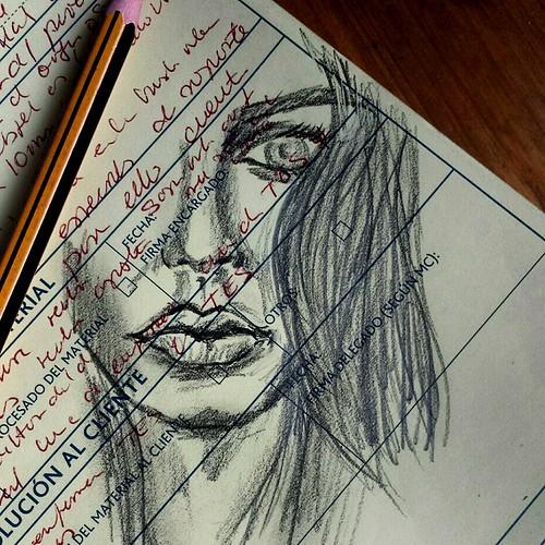 Quello che occulta il cuore, lo dice lo sguardo... Dibujos rápidos en papelesusados . . Bocetos... . #draw  #artlovers #artdaily #artist  #artoftheday #artofinstagram #drawing #woman #crayon #lapiz #pencildrawing  #artwork  #instaart  #fotografia #photogr