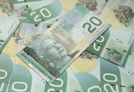 Canadian Dollar Weakens on Grim Forecasts, Falling Oil Prices