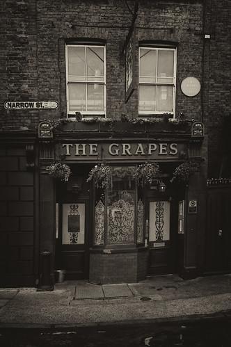 The Grapes, Narrow Street