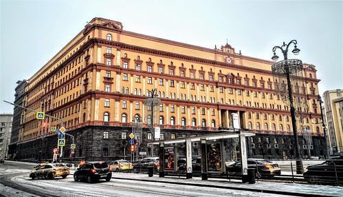 La Lubianka, sede de la KGB - Moscú, actual sede  del Servicio Federal de Seguridad de la Federación Rusa- Plaza Lubianka. Entre 1926 y 1990 se llamó plaza  Dzerzhinski. En el centro se encontraba la estatua de Félix Dzerzhinski (esculpida por E Vuchetich