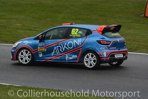 Clio Cup - R1 (2) Jack Young on the front row