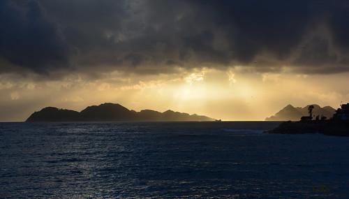 a sunset is better when... - una puesta de sol es más bella cuando...