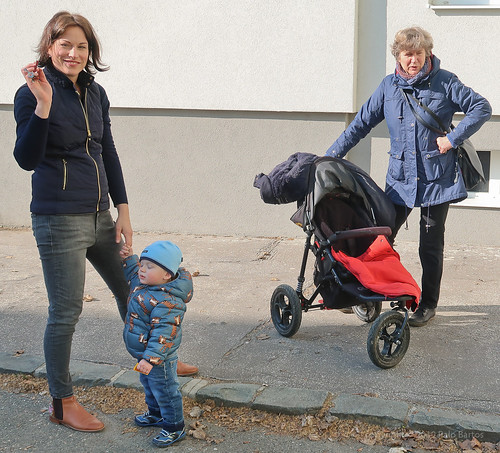 019Feb 19: MaxiBoy on Backyard with Mum and Granny