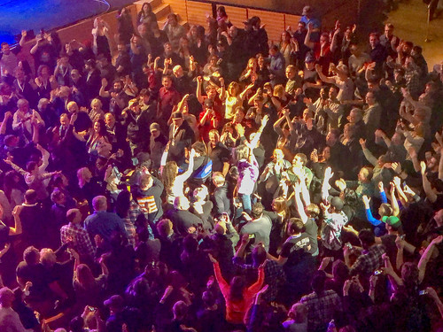 63.1 :: Kelly Hansen, Foreigner lead singer, wades into the crowd at the Thunder Bay Community Auditorium.