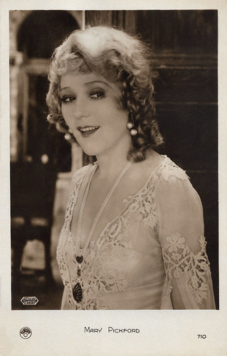 Mary Pickford in Dorothy Vernon of Haddon Hall (1924)