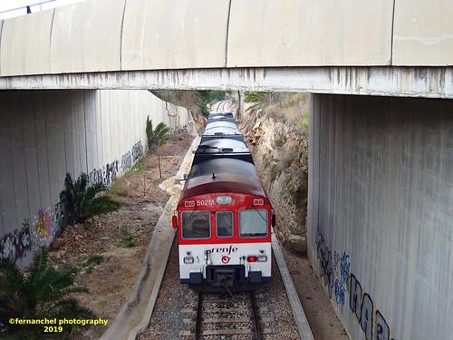 Tren de Cercanías de Renfe (Línea C-3) a su paso por CHESTE (Valencia)